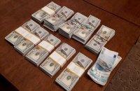 У позволявших ввозить машины на еврономерах таможенников изъяли $200 тысяч