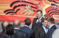 Янукович подписал закон о красных флагах