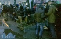 """Активисты блокируют выезд из суда, где зачитывают приговор по """"васильковским террористам"""" (ОБНОВЛЯЕТСЯ)"""