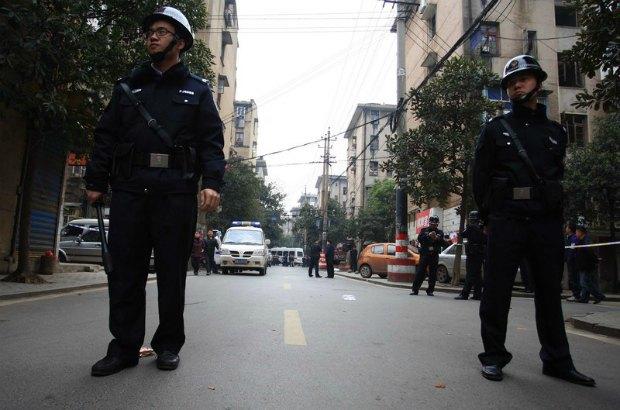 Китайская полиция оцепила район преступления
