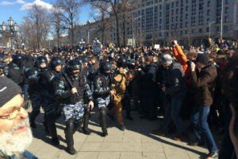 В России на митингах против коррупции массово задерживают людей (обновлено)