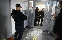 Сторонники Филарета ворвались в киевский суд, от них забаррикадировались стульями (обновлено)