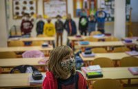Освітній омбудсман назвав незаконним недопуск до роботи невакцинованих педагогів