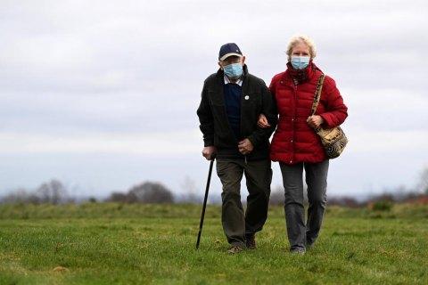 Американцям, можливо, доведеться носити маски і в 2022 році, - головний інфекціоніст США