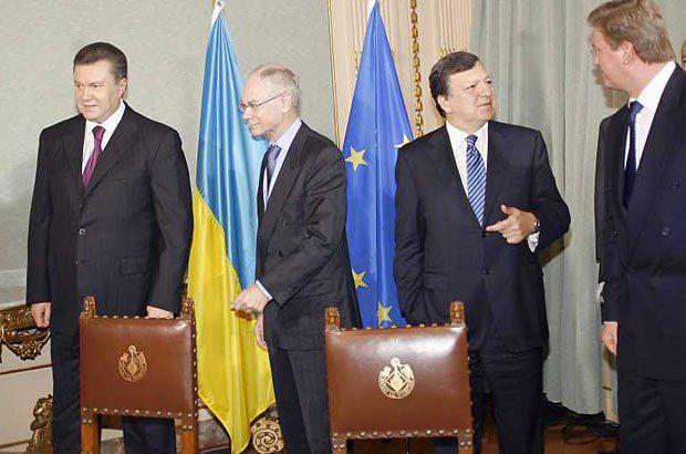 Виктор Янукович, Херман Ван Ромпей, Жозе Баррозу и Штефан Фюле: кто тут против вступления Украины в ЕС?