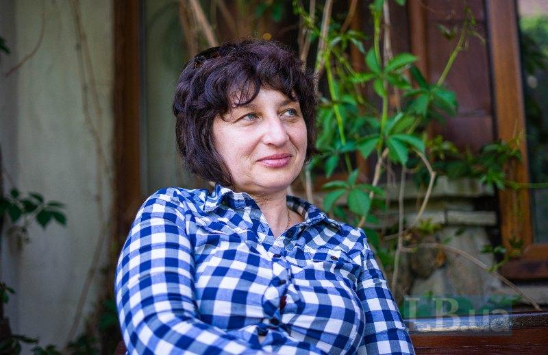 Людмила Романенко працює з методом арттерапії з 2014 року і координує її проведення «Голосами дітей» у всіх містах