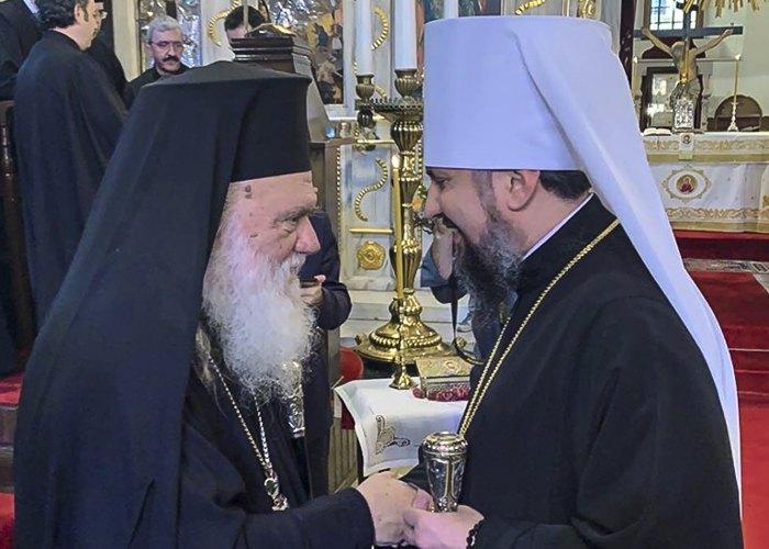 Митрополит Епіфаній та Архієпископ Афінській та всієї Еллади Ієронім після Священного Синоду Церкви Греції