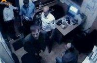 Теща вбивці трьох охоронців хотіла з'їсти сім-карту зятя
