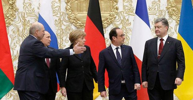 Президент Беларуси Александр Лукашенко, президент РФ Владимир Путин, канцлер Германии Ангела Меркель, президент Франции Франсуа Олланд и президент Украины Петр Порошенко во время встречи в Минске, февраль 2015.