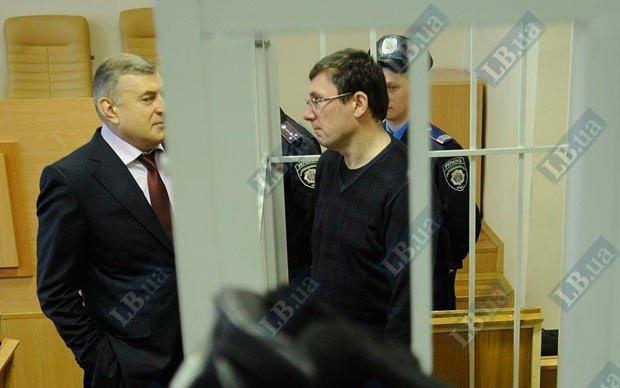 Юрій Луценко і його адвокат Олексій Баганець під час засідання суду