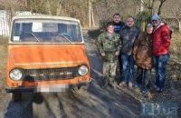 Пенсіонери з-під Фастова подарували військовим в АТО автомобіль