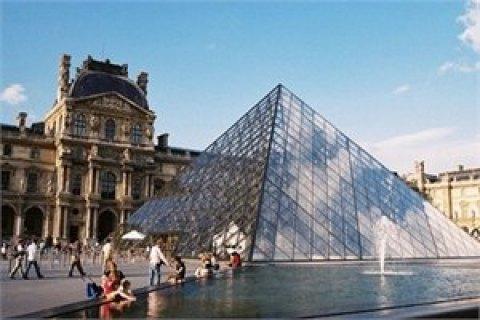 Лувр стал самым посещаемым музеем мира