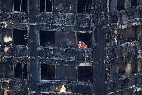 Полиция назвала окончательное число жертв пожара в лондонской высотке Grenfell Tower