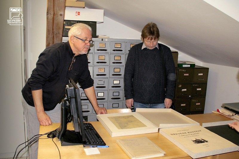 В Етнографічному музеї у Празі з дослідником дерев'яної архітектури Європи Карелом Кучею