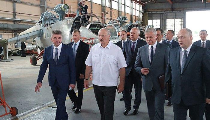 Лукашенко на Оршанском авиаремонтном заводе