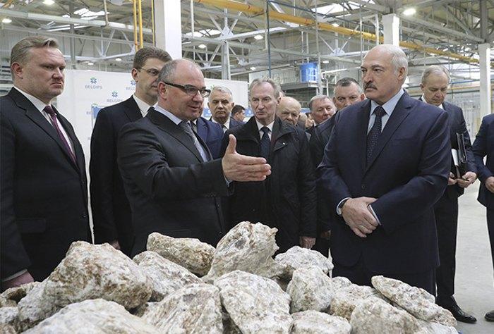 Александр Лукашенко во время посещения предприятия БЕЛГИПС, 27 марта 2020 года