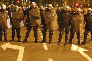 В беспорядках в Северной Ирландии ранены 22 полицейских