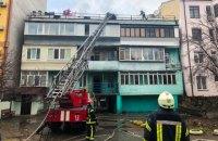На Подоле в Киеве пожарные полтора часа боролись с огнем в жилом доме
