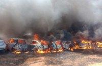 Близько 300 автомобілів згоріли на парковці в Індії