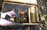"""Біля військової частини у Бердичеві знайшли два """"прикопані"""" ящики з гранатами"""