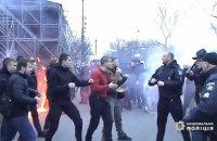 Учасників бійки з поліцією в Черкасах суд відправив під домашній арешт
