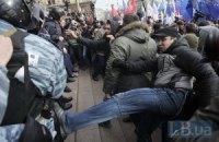 Возле Киевсовета протестующие травмировали 4-х милиционеров - МВД