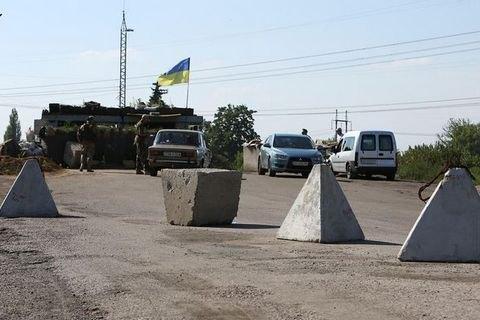"""Під час обстрілу КП """"Мар'їнка"""" поранено прикордонника"""