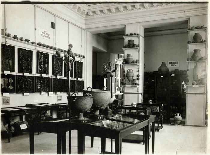 Експозиція археологічного відділу музею. Початок ХХ століття