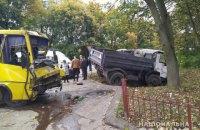 Возле Львова маршрутка с пассажирами столкнулась с грузовиком