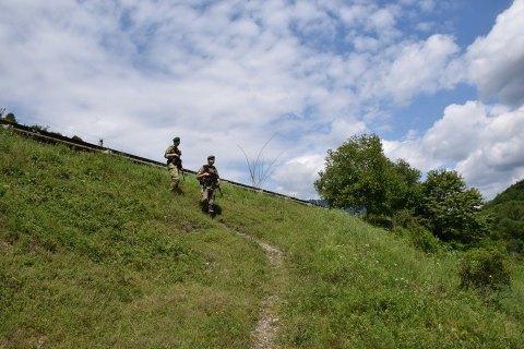 Пограничники нашли 10-летнего мальчика, который потерялся в горах на Закарпатье