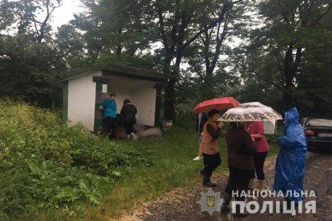 Троє жителів Львівської області загинули від удару блискавки на Прикарпатті