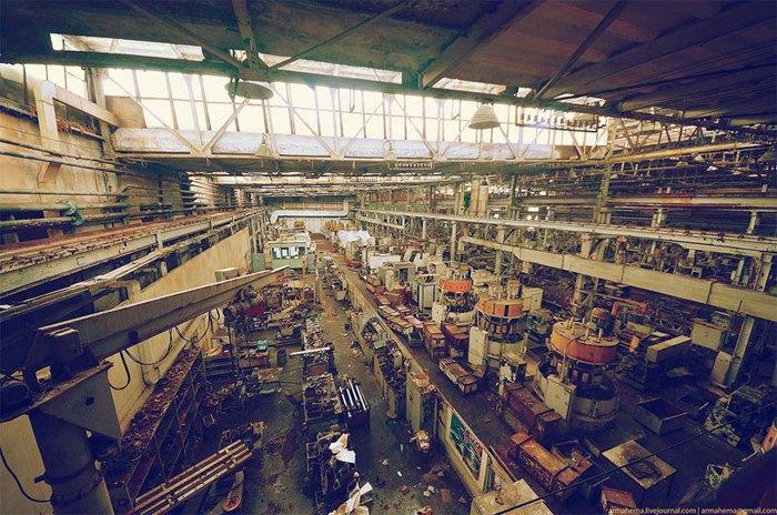 Киевское ЗАО 'АТЕК' - производитель многоковшовых экскаваторов, бетоносмесителей, погрузчиков и экскаваторов остановился в 2009 г.