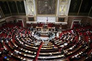 Франція заморозить видатки на парламент через кризу