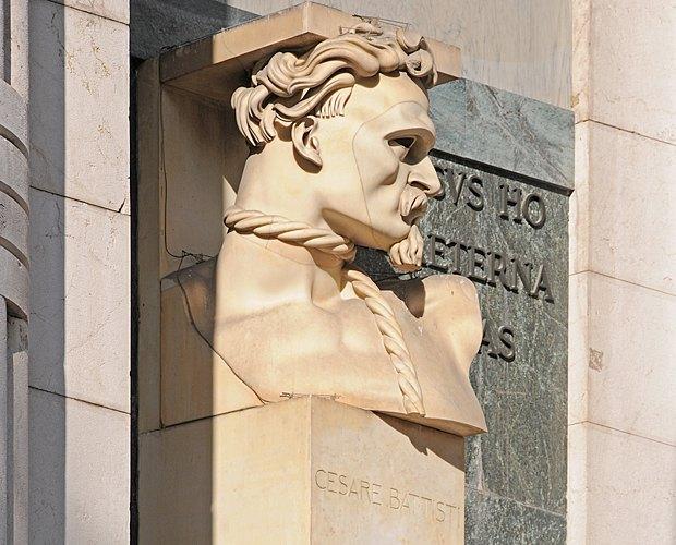 Памятник Чезаре Баттисти, автор Адольфо Вильдт.