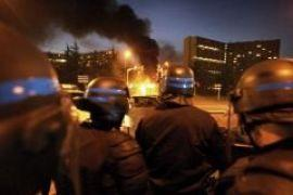 Во Франции снова жгут автомобили