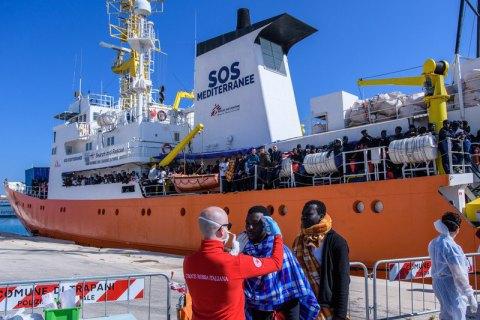 Іспанія прийме судно з мігрантами, яких не пустили в Італію