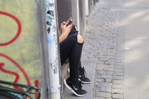 """Instagram шкодить психіці підлітків, а Facebook """"дозволяє все"""" селебриті: США сколихнув скандал навколо соцмереж"""