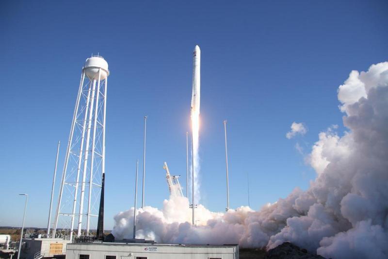 Запуск американо-української ракети-носія середнього класу «Антарес», яка вивела на орбіту автоматичний вантажний корабель Cygnus на аеродромi NASA у Вірджинії, 15 лютого 2020.