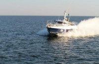 Російський катер влаштував небезпечні маневри біля українських прикордонників в Азовському морі