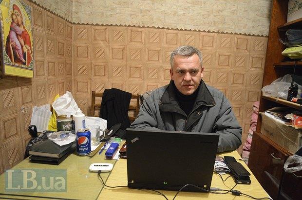 Андрей Каспрук возглавляет группу врачей в Попасной