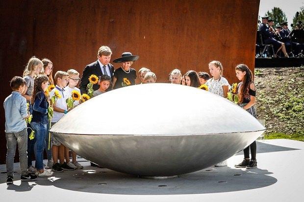 ВГолландии открыли мемориал жертвам катастрофы рейса MH17