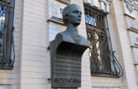В Киеве украли бронзовый бюст Леси Украинки