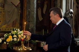 Янукович помолился в Лавре перед визитом в США