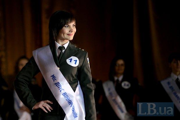 Елена Мельничук хотела бы быть принцессой, чтобы по пятам ходило много мужчин, и чтобы всегда были красивыми плятья и прически