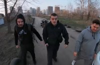 Озброєний поліцейський побив водія квадроцикла в Києві на Осокорках