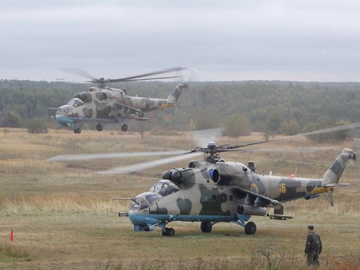 Мі-24 Повітряних сил України під час навчань на Яворівському полігоні, 2013