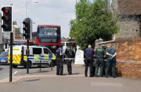 Британська поліція перекрила дорогу через чоловіка, який знепритомнів
