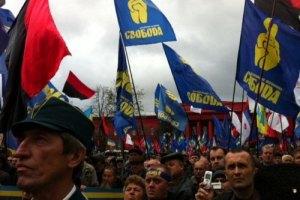 Річниця УПА вивела на вулиці тисячі націоналістів і десятки комуністів