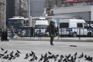В центре Стамбула женщина открыла стрельбу из пулемета по полицейским