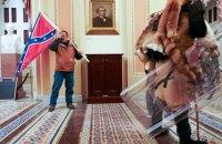 У США затримали чоловіка, який штурмував Капітолій з прапором Конфедерації